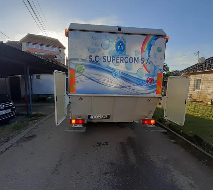 Compania Supercom a igienizat și spălat toate pubelele dintre blocuri
